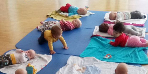 Die Babys dürfen gerne zum Kurs mitgebracht werden.